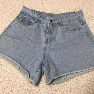 🚚 二手📌 淺藍牛仔短褲 L號