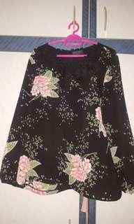 Plussize floral blouse
