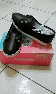 🚚 黑色休閒鞋