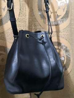 LV  黑色索繩袋