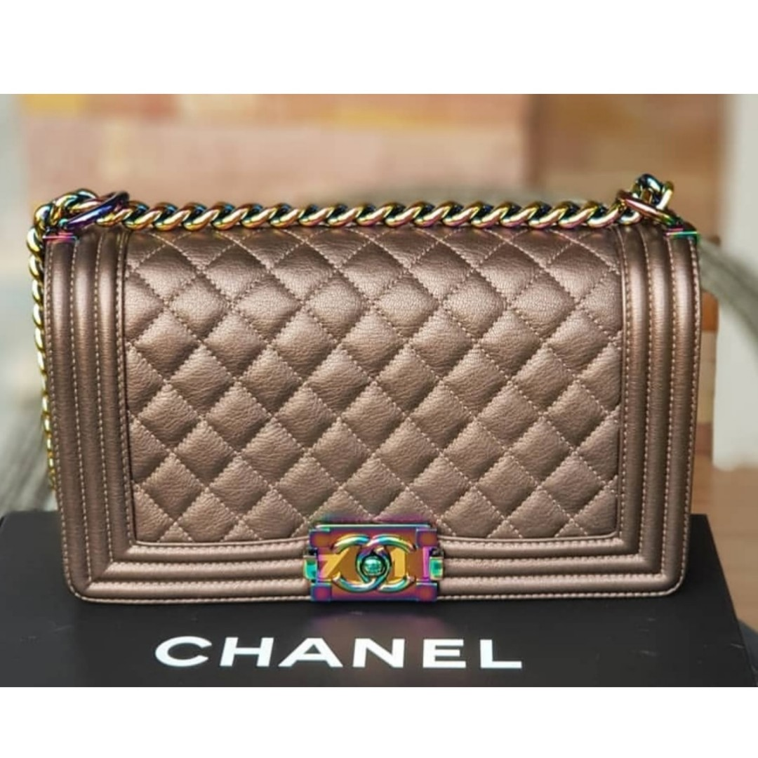 446a5fecea73 Authentic Chanel Boy Iridescent Bronze Rainbow Hardware Flap Bag, Barangan  Mewah, Beg dan Dompet di Carousell