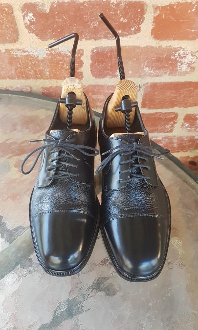 Florsheim Black Leather Oxford Shoes - Made In Brazil - Size 8 FREE POST