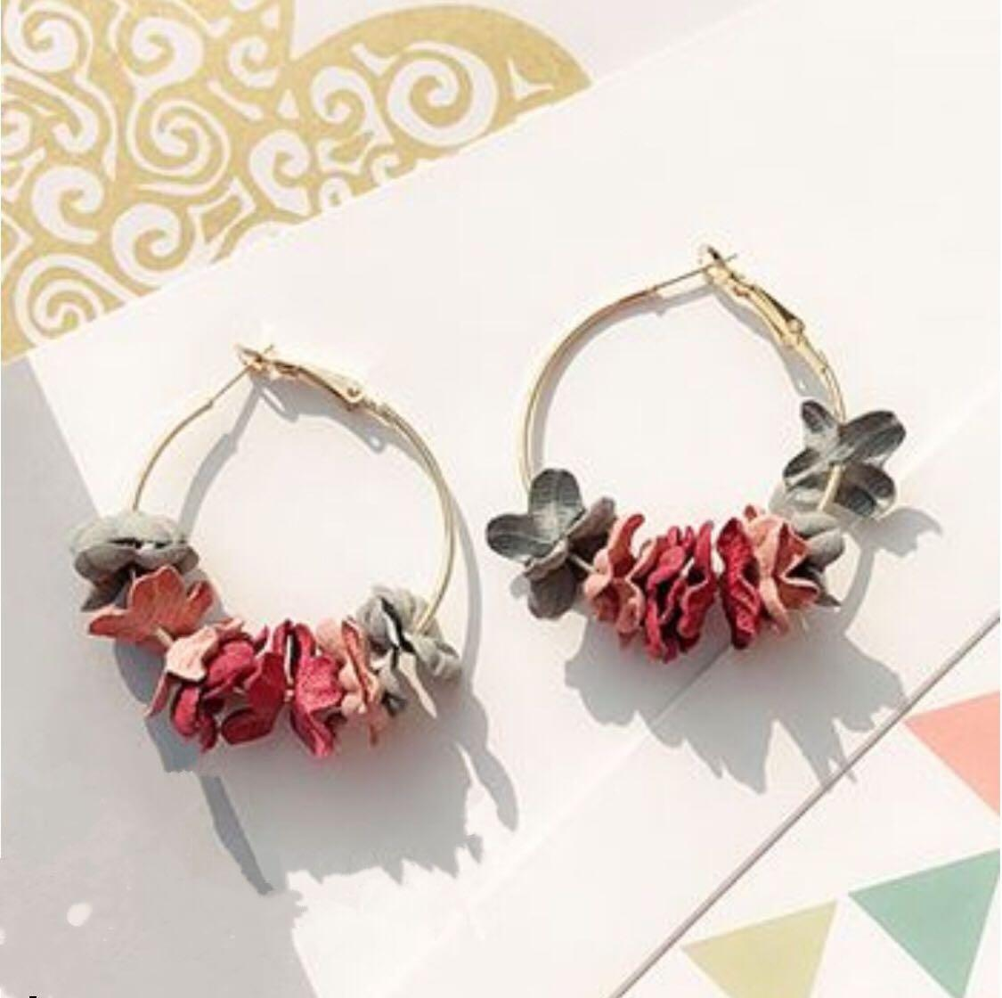 (NEW ARRIVALS) Beatrice Floral Hoop Earrings