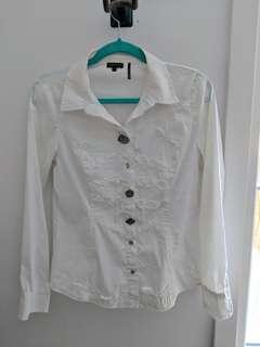 White buttun up blouse