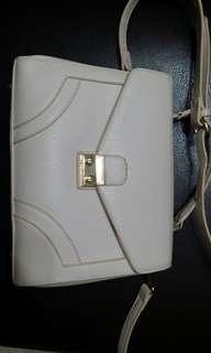 🚚 Off White Sling Bag