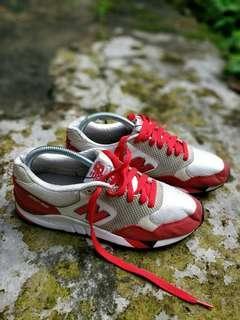 Original Preloved New Balance Shoes