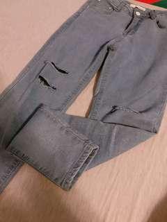 🚚 彈性淺藍破洞牛仔褲