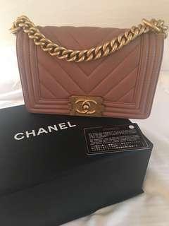🈹 Boy Chanel Chevron (small, caramel, very rare color)