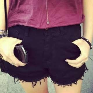 🚚 Black slight highwaist denim shorts