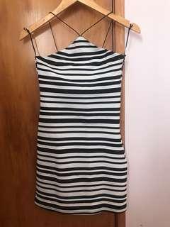 Cute cross-neck dress - Size 6