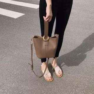 🚚 Buckle Bag in Coffee Shade