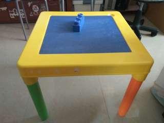 幼兒玩具枱連積木