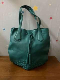 Authentic Tods  leather bag,85%new,good conditions as pic,size 40*30cm