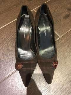 Price reduced!!! Emanuel Ungaro brown suede court shoes