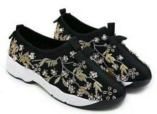 Sepatu cewek hitam