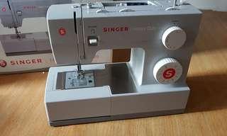 Sewing machine heavy duty