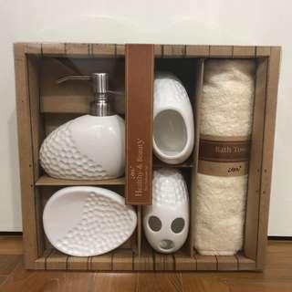Bathroom soap set