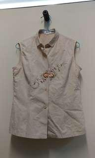 🚚 3 FOR $10 Embroidered Beige Sleeveless Button down top