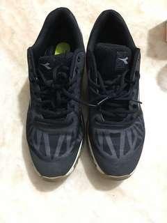 🚚 Diadora 運動鞋 us11