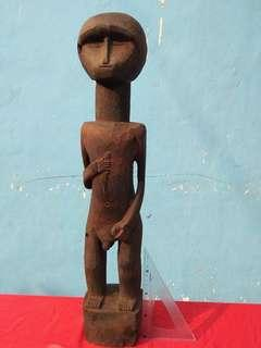 Figure seorang laki2, patung kayu, timor