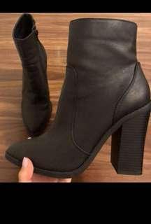 Lipstik boots sz7