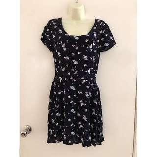 Size XS fit ladies 6-8 Vgc Cotton On floral black mini short dress cross over back