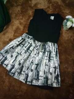 Dress black motif