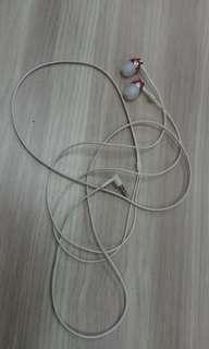 Wired In- ear earphones (no mic)