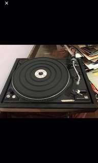 古董唱盤機。要聽需維修