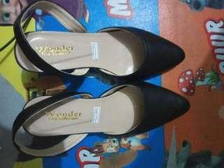 Sepatu wanita elegan