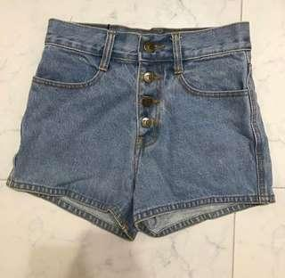 High-waisted Denim Shorts (Light Blue)