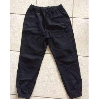 黑色縮口褲
