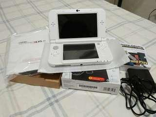 Nintendo 3DS XL & Charger