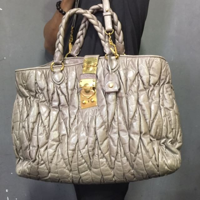 d4d11eda1a4e Miu Miu mateless leather bag
