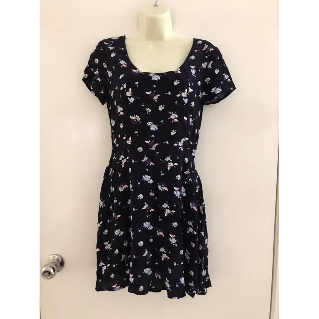 Size XS fit ladies 6-8 Vgc Cotton On floral black mini short dress cross over back