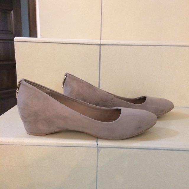 ed000cc5 Vincci Wedge Pump US 8.5, Women's Fashion, Shoes on Carousell