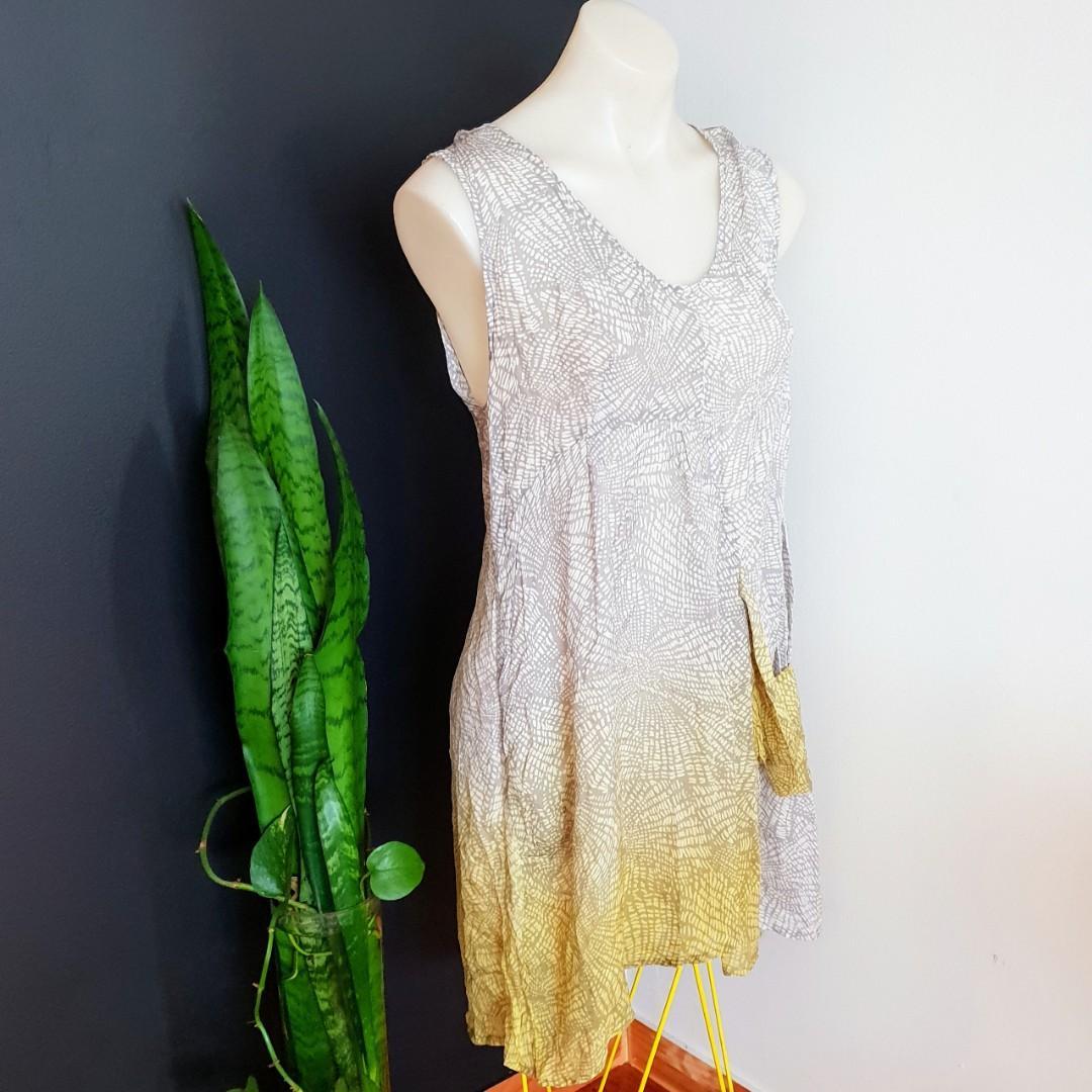 Women's size L 'THE ARK' Stunning grey and yellow irregular tunic top, silk chiffon,  made in Australia  - AS NEW