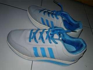 Sepatu Wanita Adidas (Grey-Blue)