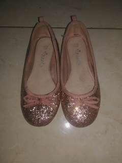 sepatu next