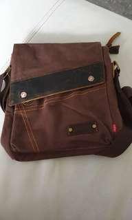 Augur Messenger Bag