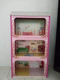 almari rumah barbie