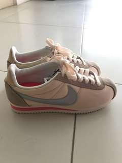 🚚 Nike women running shoes Cortez