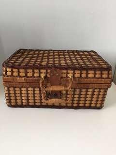 Vintage Basket / Pinic basket/Rottan basket