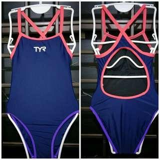 🚚 TYR Swimsuit S