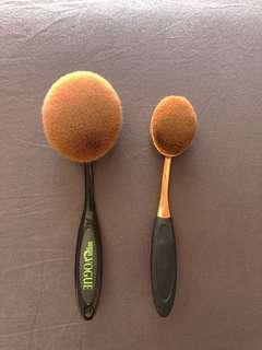 LARGE/MEDIUM OVAL MAKEUP BRUSH