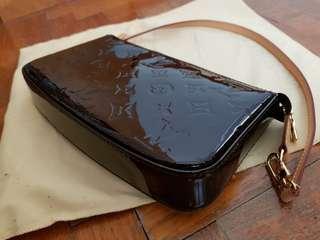 🚚 Louis Vuitton Monogram Vernis Pochette Bag