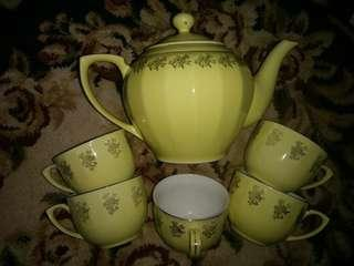 Old Yellow teapot  with 5 cup