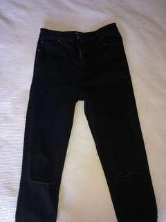 Black Skinny Jeans with Knee Rip