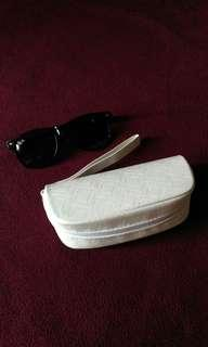 Oakley white pouch for Sunnies