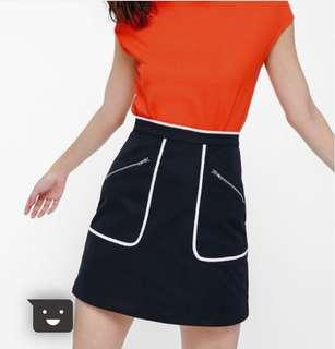 Contrast piping MNG skirt